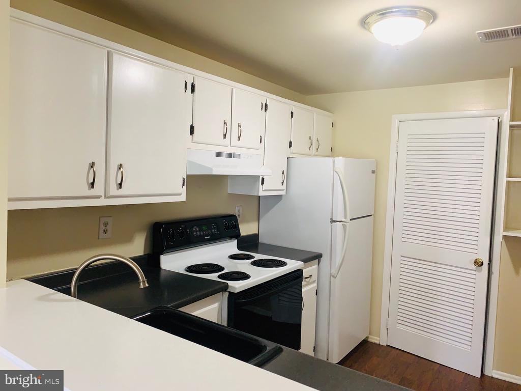 Kitchen - 1056-A MYCROFT CT, STERLING
