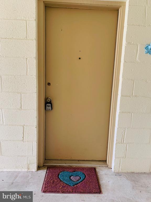 Front Door - 1056-A MYCROFT CT, STERLING
