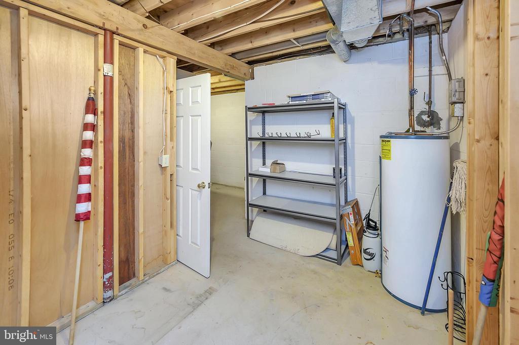 Storage Galore downstairs - 109 INDIAN HILLS RD, LOCUST GROVE
