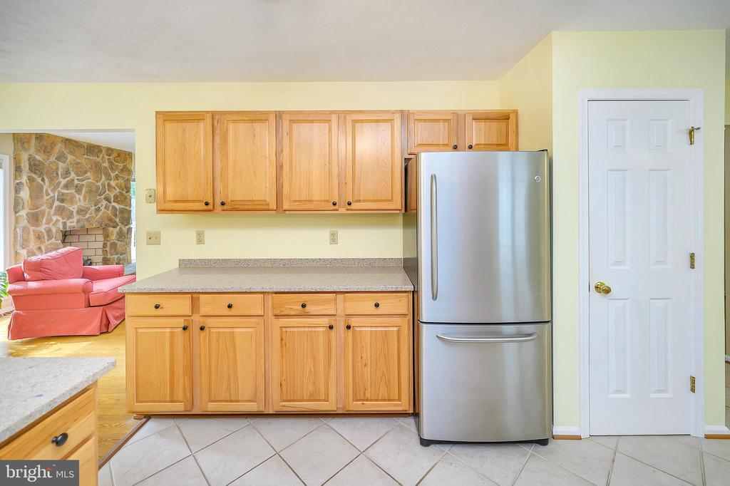 More kitchen cabinets and pantry - 109 INDIAN HILLS RD, LOCUST GROVE