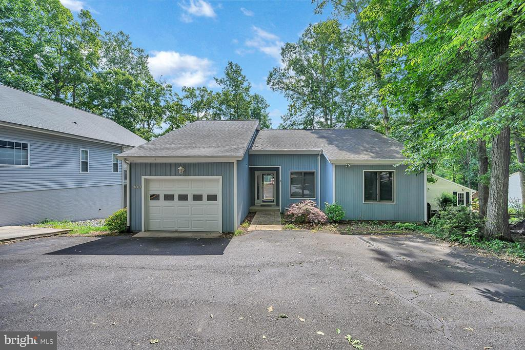 The house is just waiting for its new Owner - 109 INDIAN HILLS RD, LOCUST GROVE