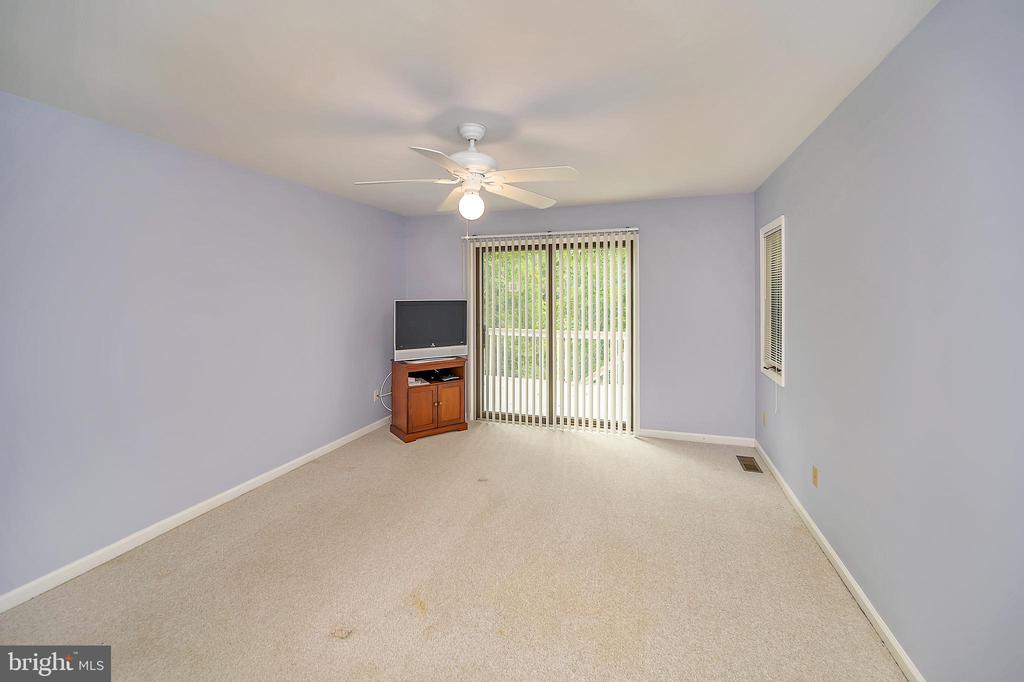 Master Bedroom has Sliding Glass Doors to the Deck - 109 INDIAN HILLS RD, LOCUST GROVE