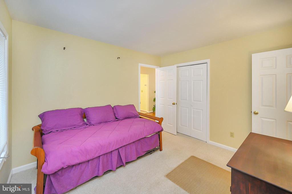 3rd Main Floor Bedroom would make a perfect Den - 109 INDIAN HILLS RD, LOCUST GROVE