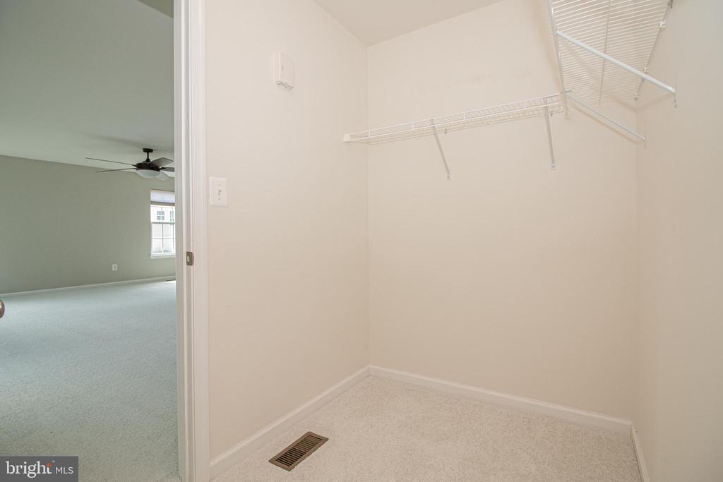 Master Bedroom Walk in Closet - 31 RUNYON DR, STAFFORD