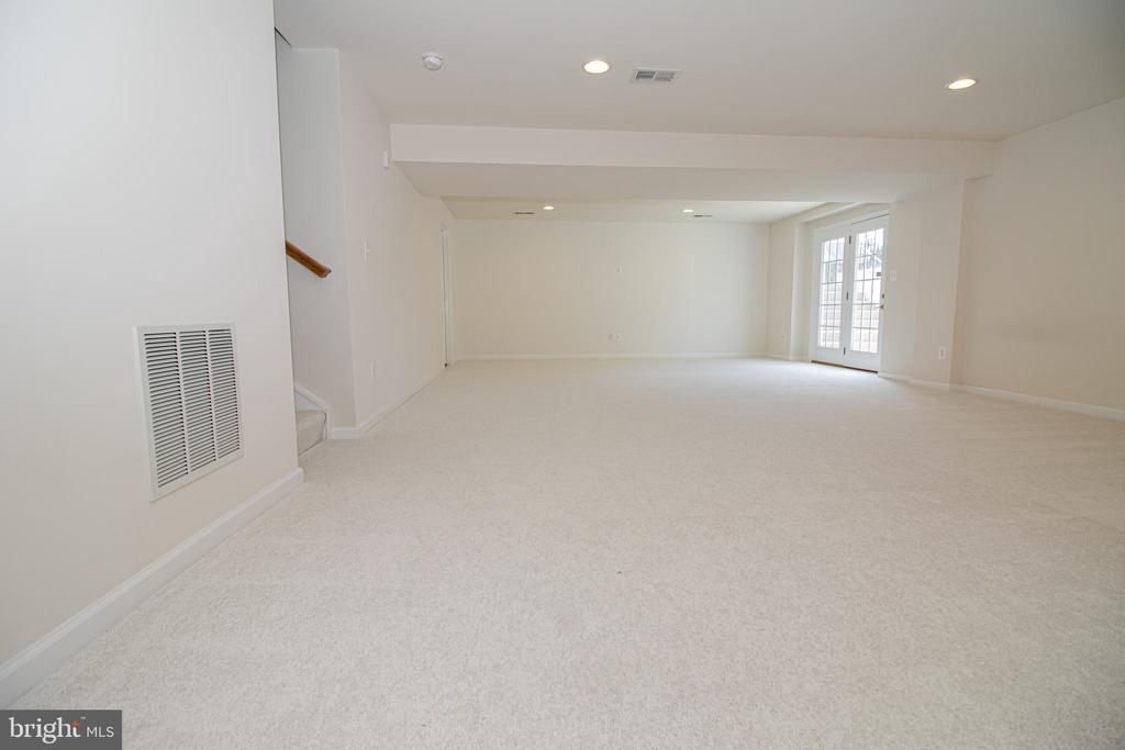 Recreation Room with Walk up Access - 31 RUNYON DR, STAFFORD