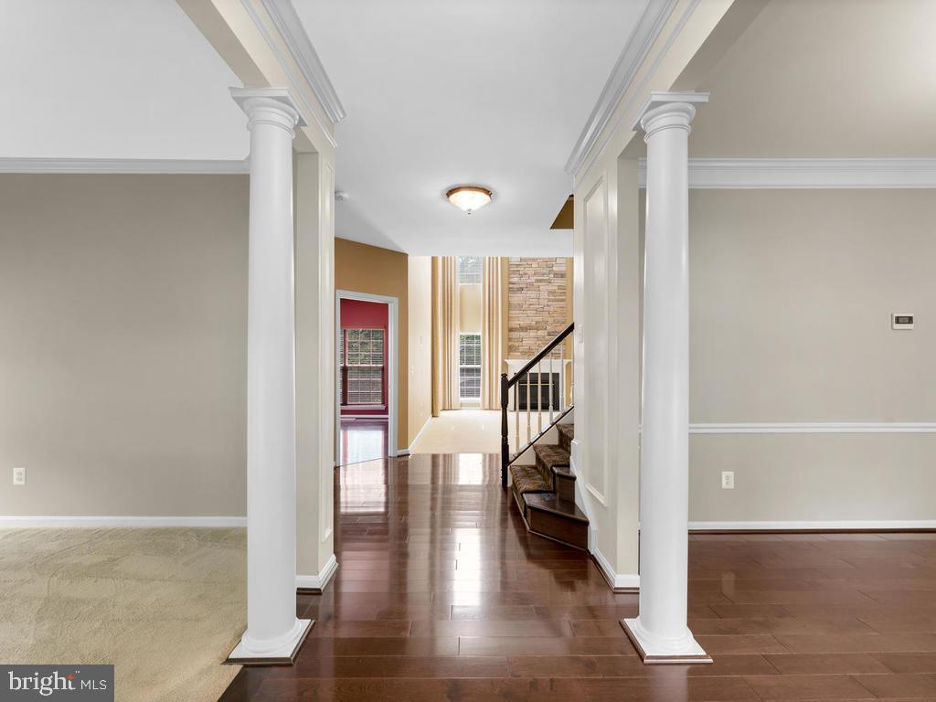 Entry  foyer with hardwood floors & columns - 358 SUGARLAND MEADOW DR, HERNDON