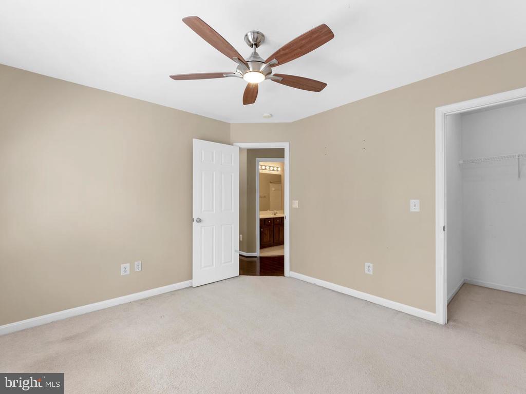 3rd bedroom - walkin closet, ceiling fan/light - 358 SUGARLAND MEADOW DR, HERNDON