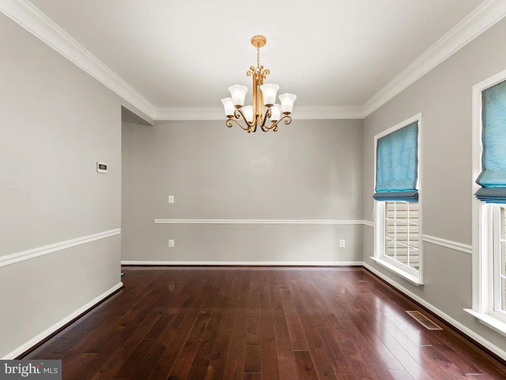 dining - gray, crown molding, chair rail, hardwood - 358 SUGARLAND MEADOW DR, HERNDON