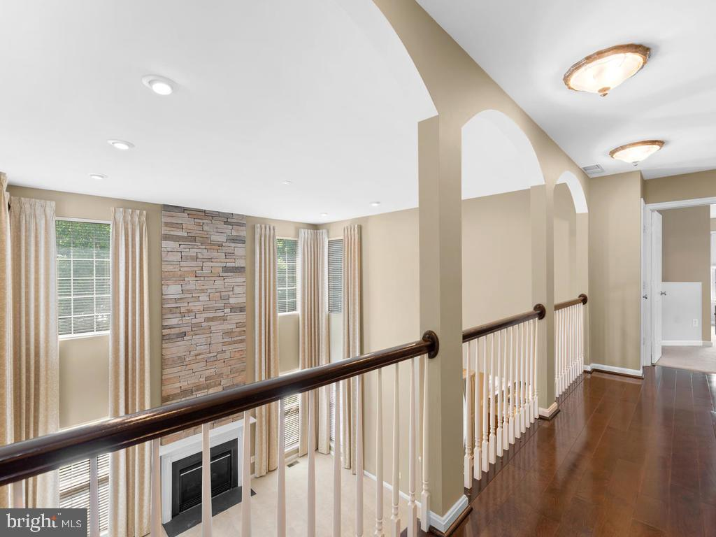 Overlooking from hall walkway - 358 SUGARLAND MEADOW DR, HERNDON
