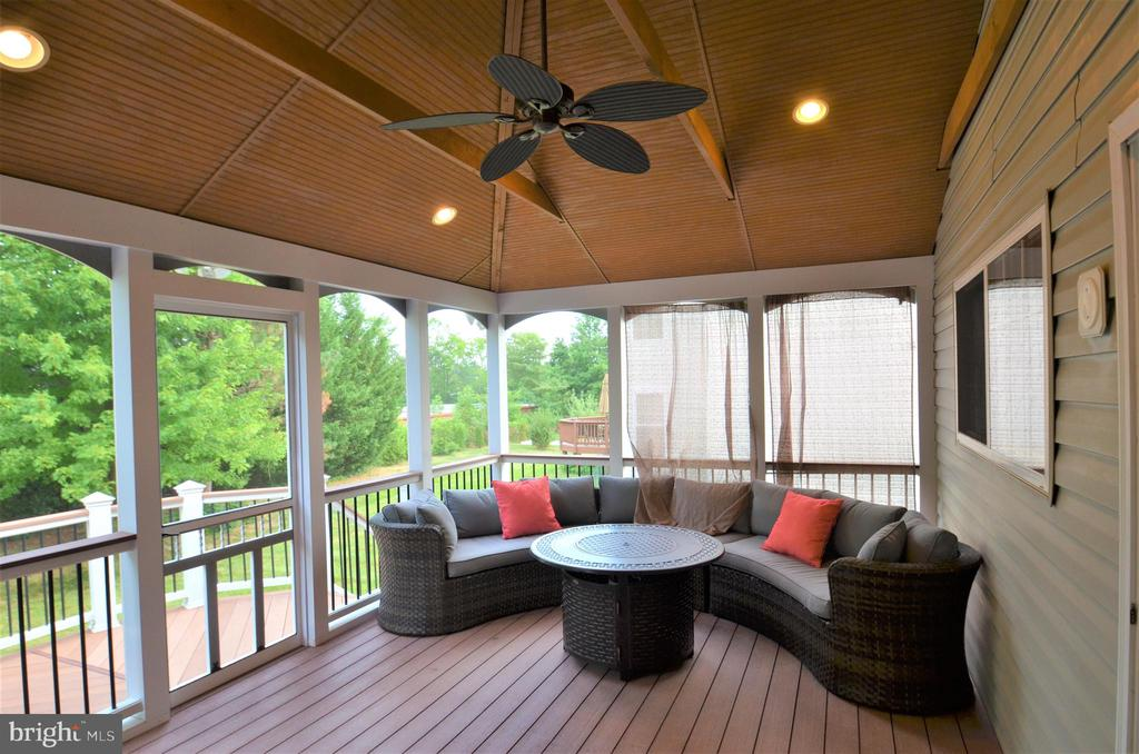 Screened porch off of kitchen, with large fan, - 358 SUGARLAND MEADOW DR, HERNDON