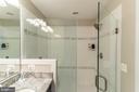 Master walk in shower - 1011 N KENSINGTON ST, ARLINGTON