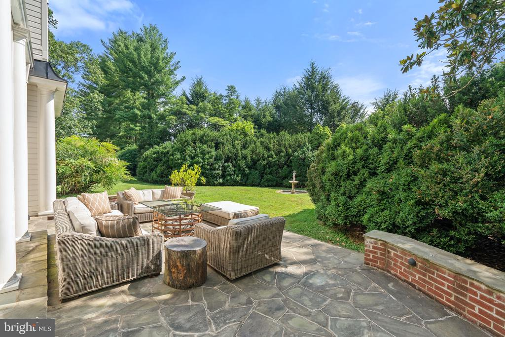 Stone and brick terrace - 230 MASONS LN SE, LEESBURG