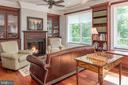 Sitting area on 2nd level with gas fireplace - 8205 ASHY PETRAL CT, SPOTSYLVANIA