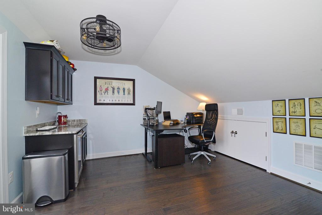 Bonus room/office - 6157 CAREY PARK LN, FALLS CHURCH