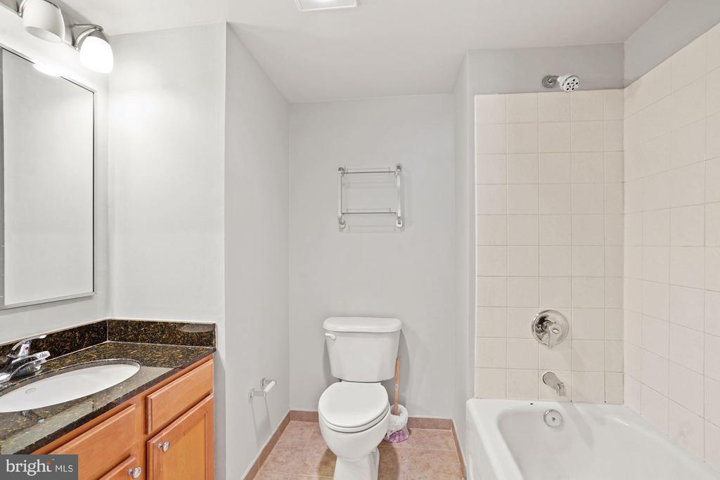 Awesome Master Bathroom  with Granite Vanity - 880 N POLLARD ST #701, ARLINGTON