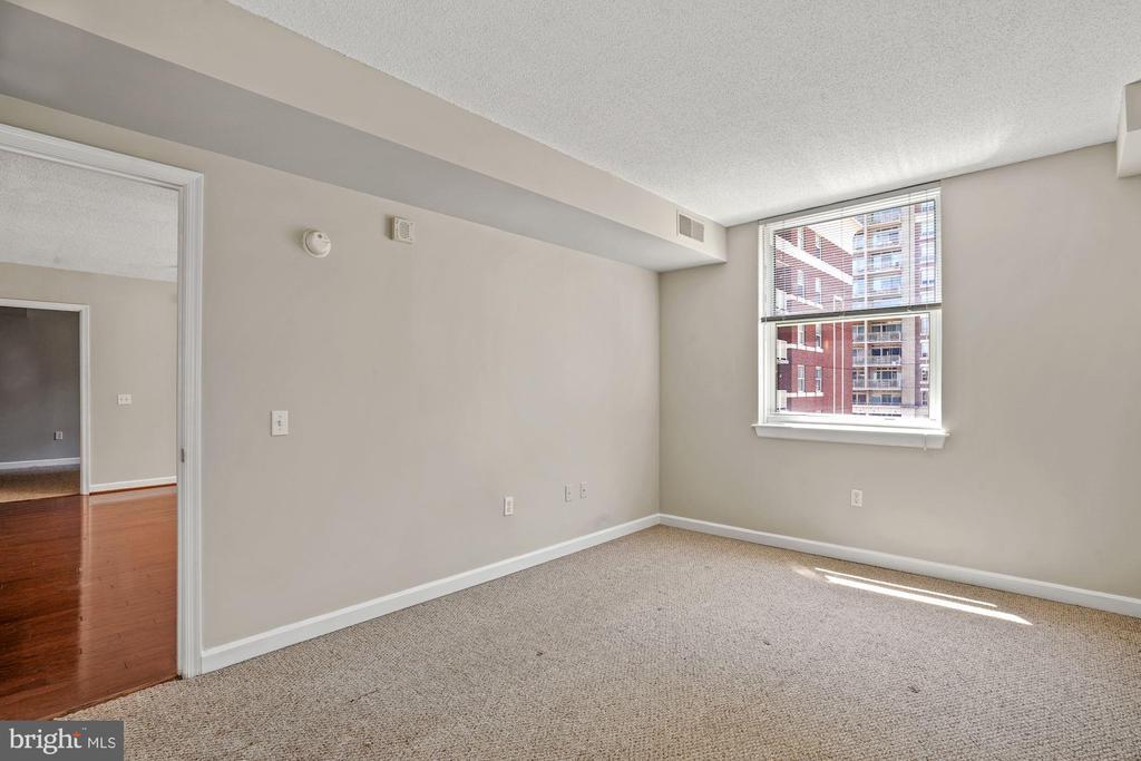 Second Bedroom with Bright Natural Light - 880 N POLLARD ST #701, ARLINGTON