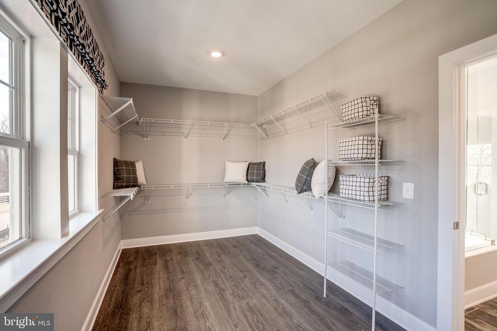 Walk-in Closet - 234 WHITE ELM, ALDIE