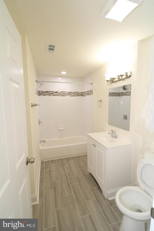 1st Floor Bathroom - 321 E POTOMAC ST, BRUNSWICK