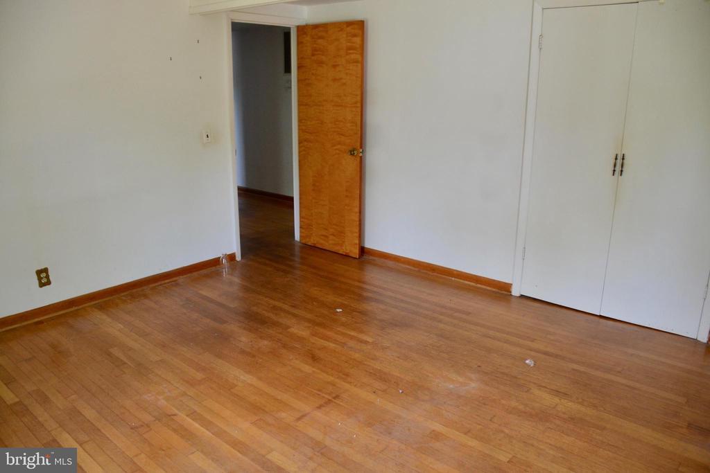 - 240 ENON RD, FREDERICKSBURG