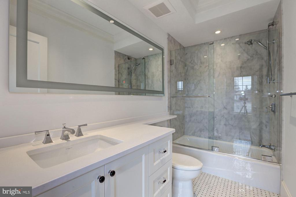 Upper level bathroom - 5205 LAWN WAY, CHEVY CHASE
