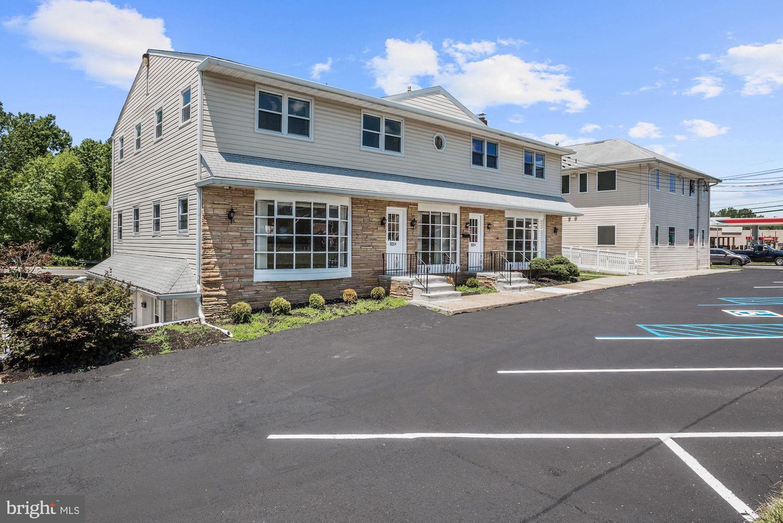 Single Family Homes pour l Vente à Woodbury, New Jersey 08096 États-Unis