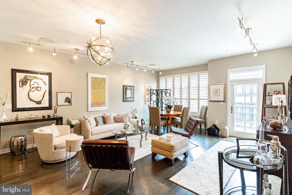 Open concept living area - 1610 N QUEEN ST #245, ARLINGTON
