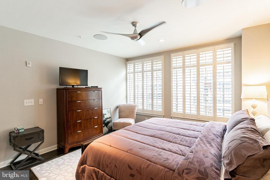 Plenty of space  / Master Bedroom - 1610 N QUEEN ST #245, ARLINGTON