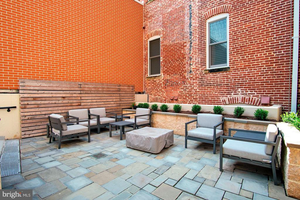 Community courtyard with fire pit - 1745 N ST NW #208, WASHINGTON