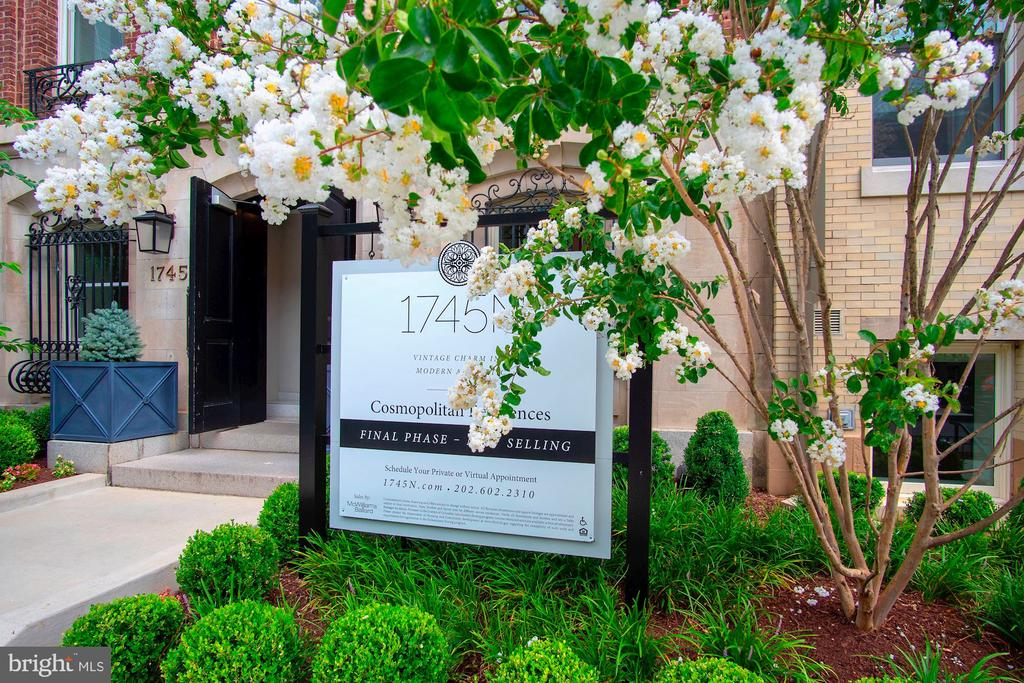Gated community, lush and luxurious surroundings - 1745 N ST NW #208, WASHINGTON