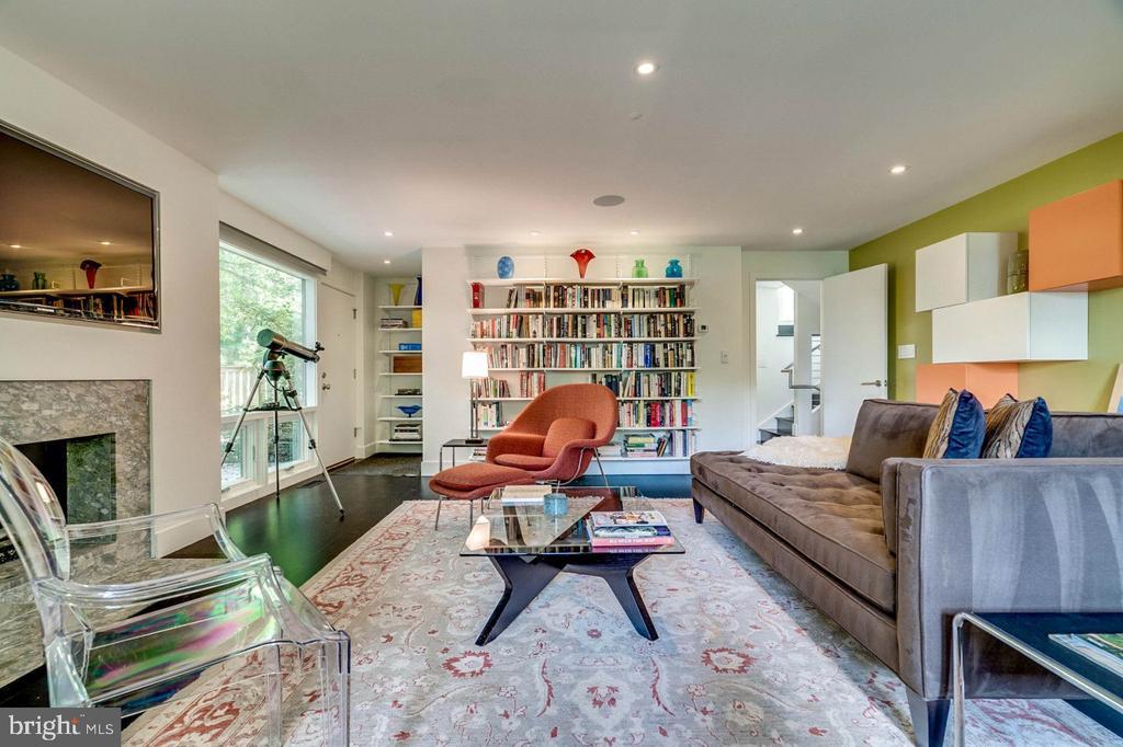 Spacious lower level w/ floor to ceiling windows - 3004 CUNNINGHAM DR, ALEXANDRIA