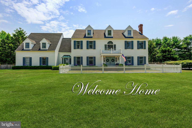 Single Family Homes pour l Vente à Cranbury, New Jersey 08512 États-Unis