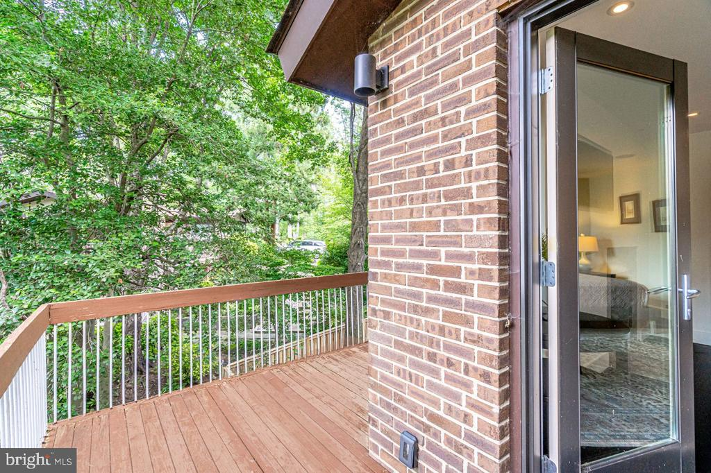 Private balcony off master - 3004 CUNNINGHAM DR, ALEXANDRIA