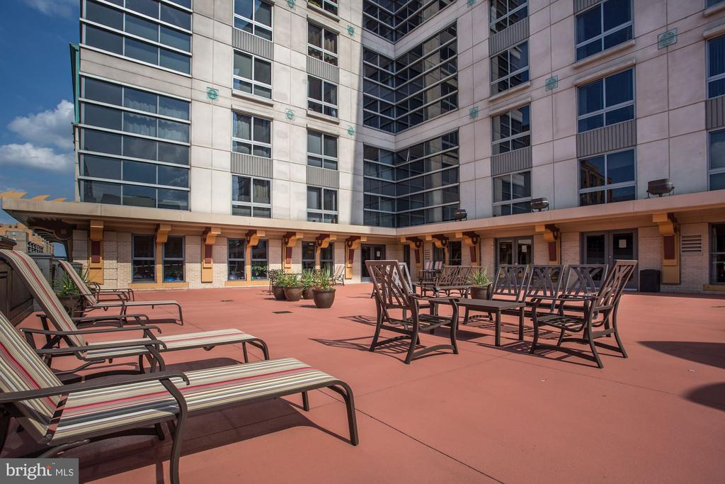 Spacious 3rd Floor Patio - 777 7TH ST NW #1102, WASHINGTON
