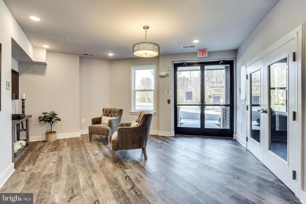 Chic and inviting entry - 43091 WYNRIDGE DR #301, BROADLANDS