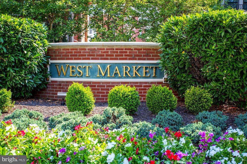 Convenient West Market Location - 12197 CHANCERY STATION CIR, RESTON