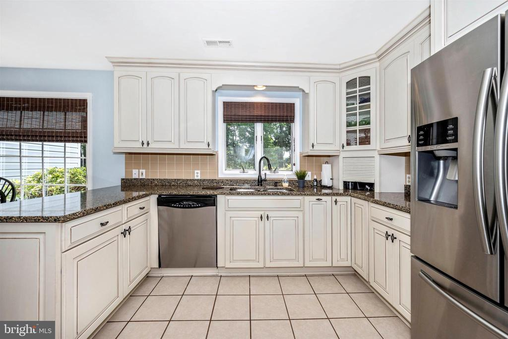 Kitchen has newer appliances - 8707-A N PACIFIC CT, MIDDLETOWN