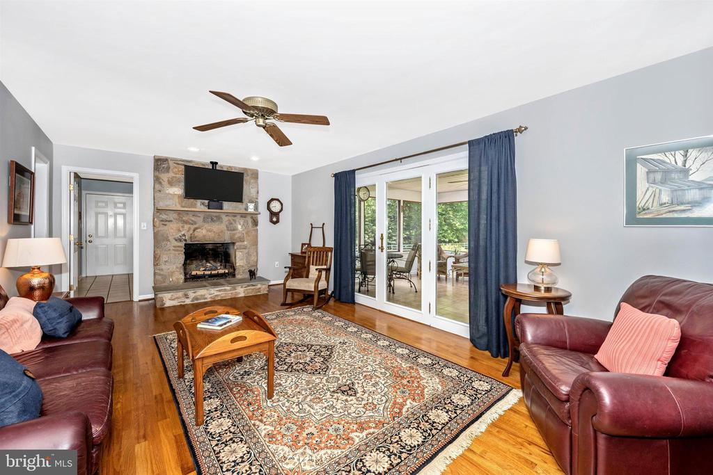 Walk out of family rm to a florida room - 8707-A N PACIFIC CT, MIDDLETOWN