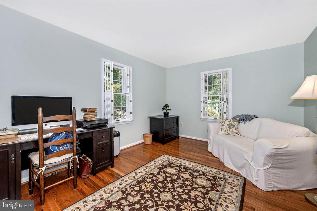 1st floor bedroom ~ currently used as office - 8707-A N PACIFIC CT, MIDDLETOWN