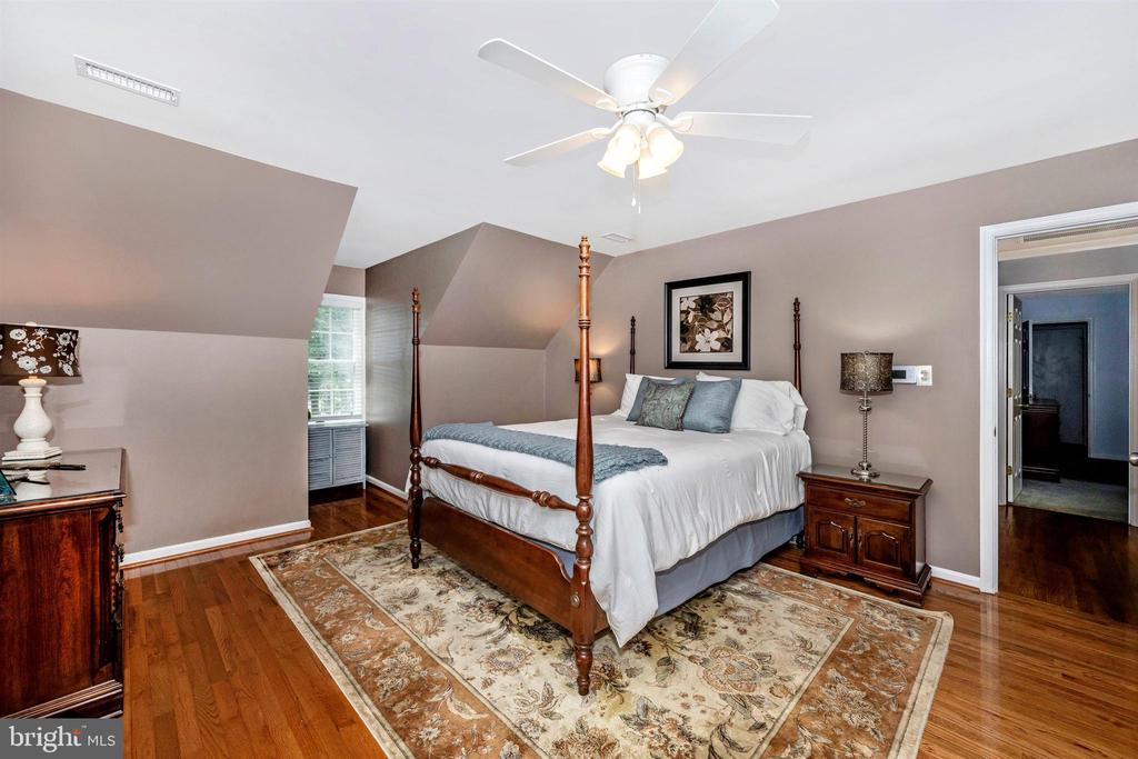 Master Bedroom  13' x 15' - 8707-A N PACIFIC CT, MIDDLETOWN