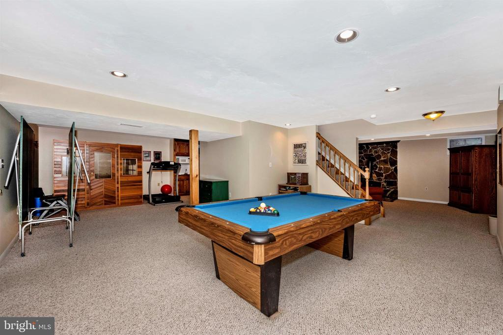 Lower level game room fits pool table & ping pong - 8707-A N PACIFIC CT, MIDDLETOWN