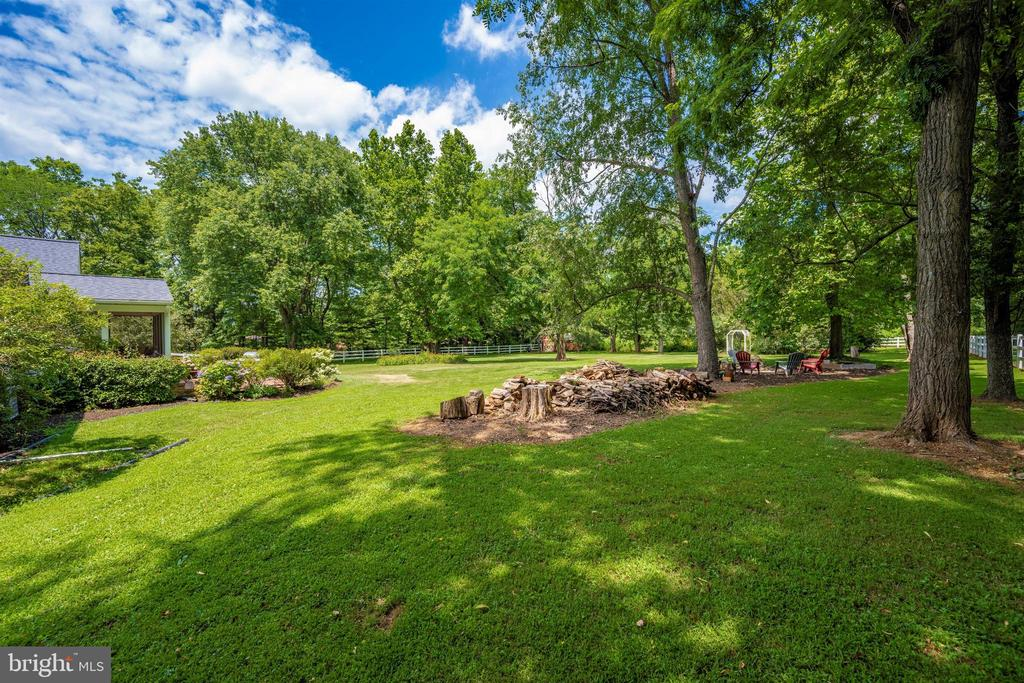 backyard keeps going & going! - 8707-A N PACIFIC CT, MIDDLETOWN