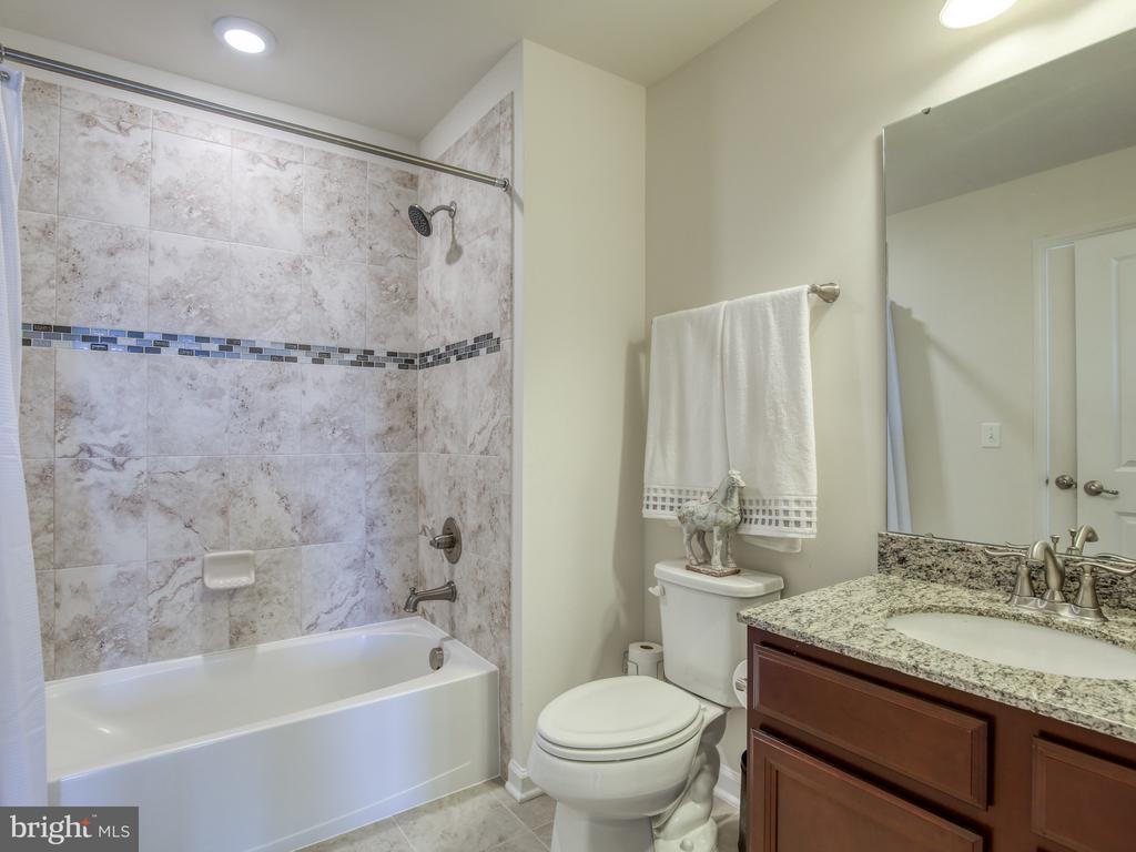 4th level bathroom - 43409 SOUTHLAND ST, ASHBURN