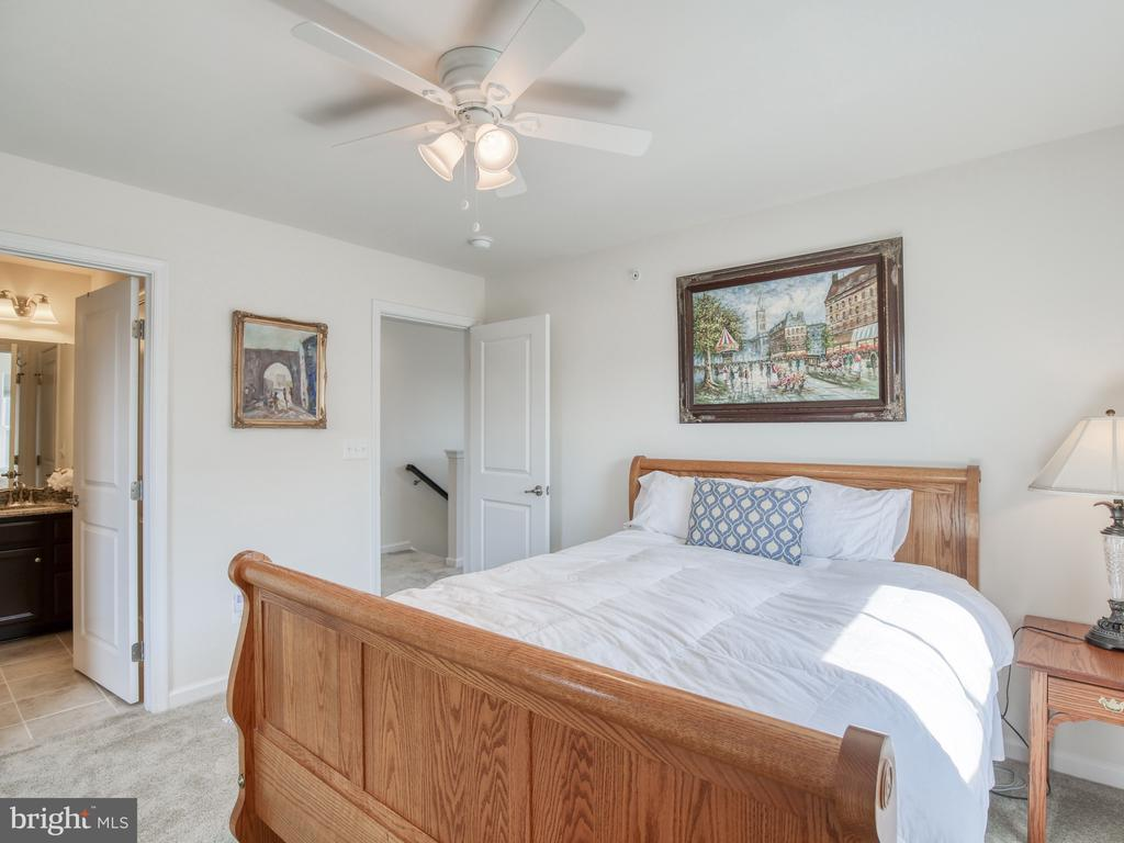 4th level bedroom with bedroom - 43409 SOUTHLAND ST, ASHBURN