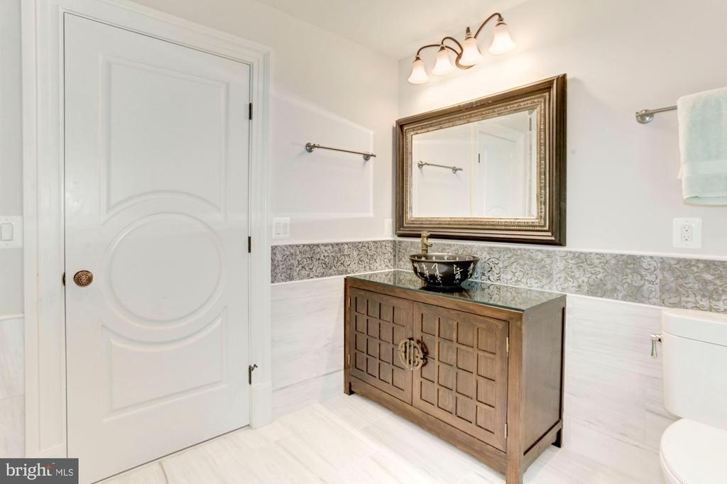 Bath for Guest Bedroom Suite - 432 SPRINGVALE RD, GREAT FALLS