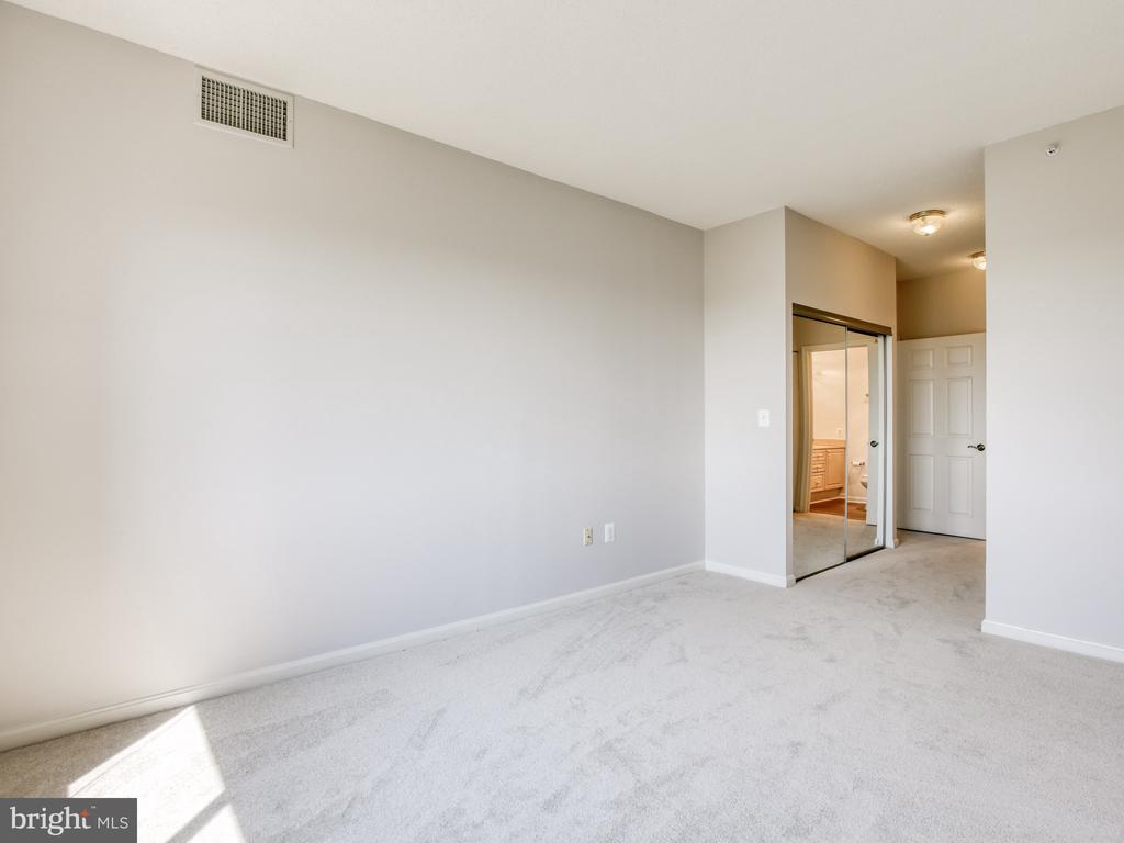 Master suite with 2 closets - 19375 CYPRESS RIDGE TER #804, LEESBURG