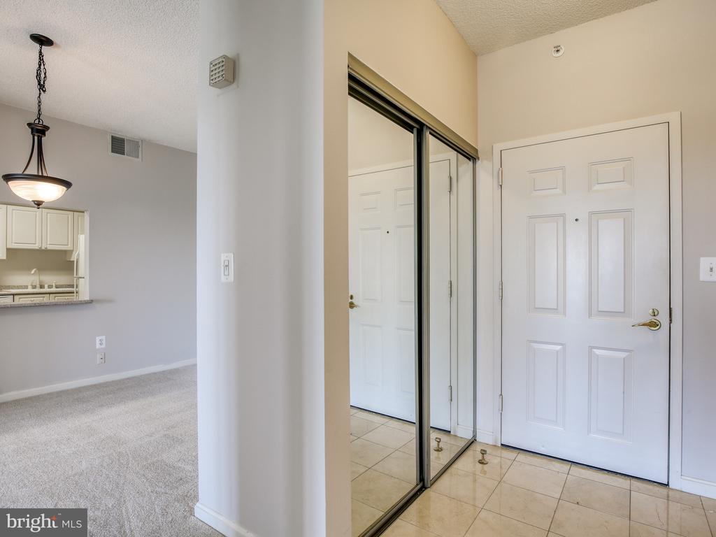 Beautiful marble entry way and large closet - 19375 CYPRESS RIDGE TER #804, LEESBURG