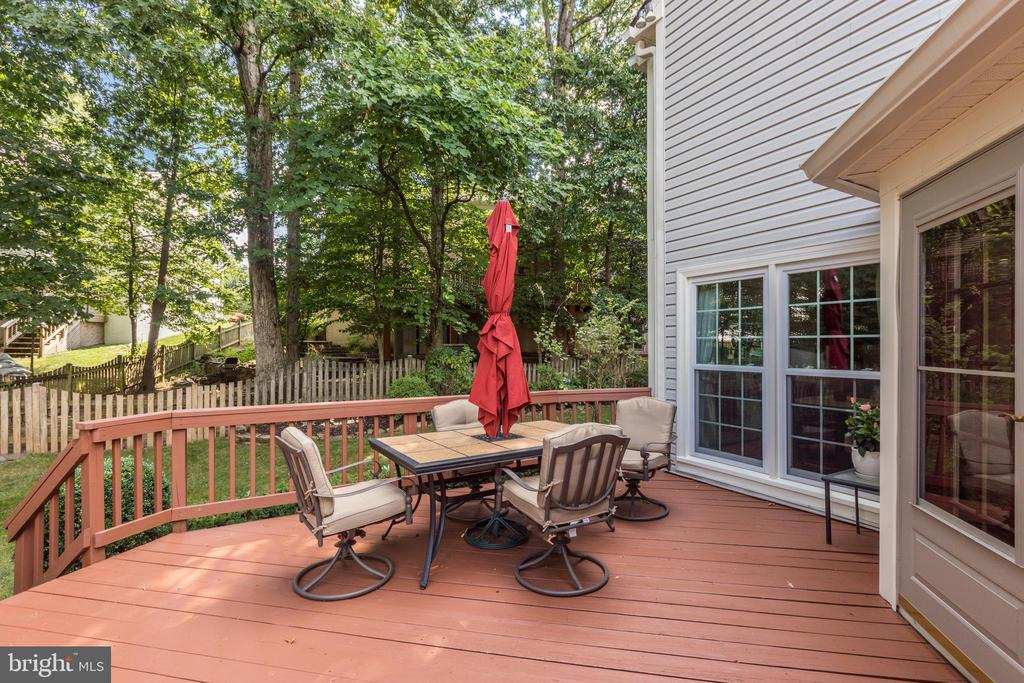 Large deck with a great fenced in yard - 13915 MARBLESTONE DR, CLIFTON