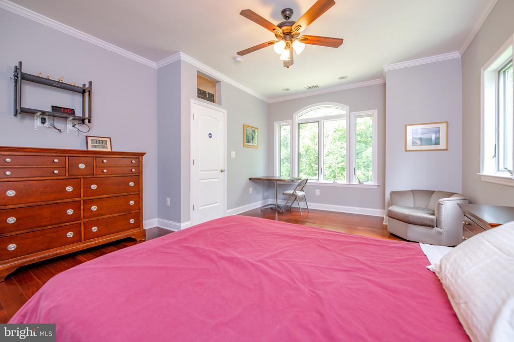 Master Bedroom - 6662 BARRETT RD, FALLS CHURCH