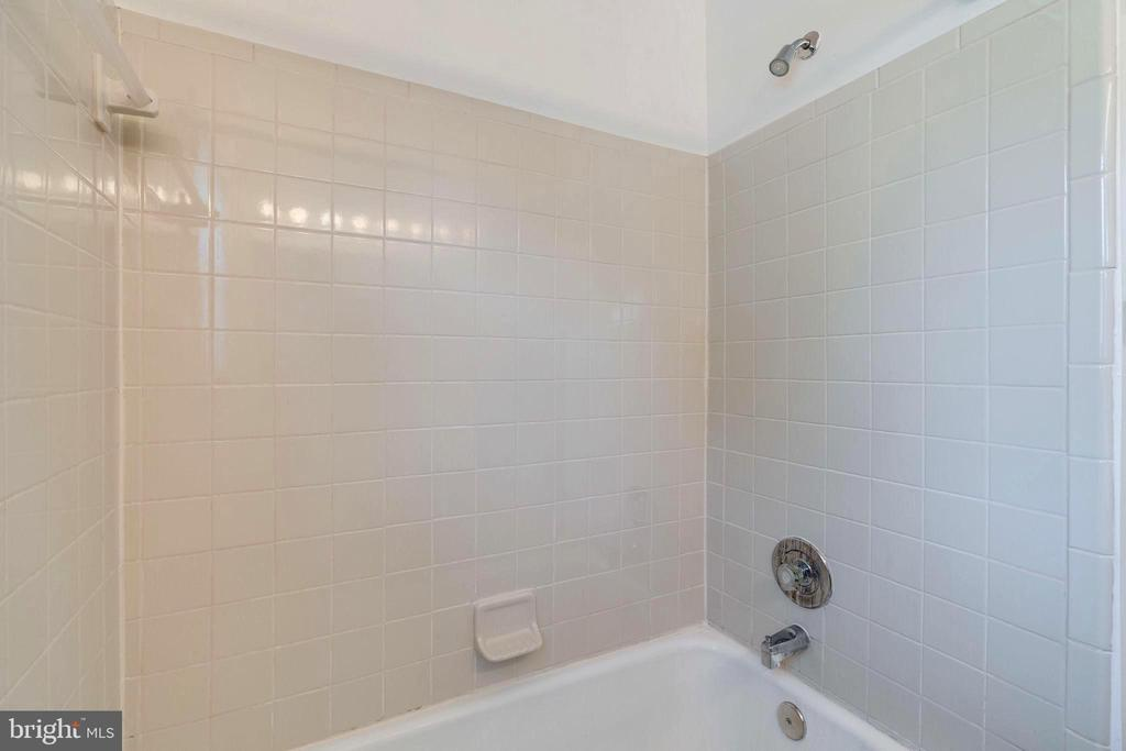 Hall Bath - 4108 ADDISON RD, FAIRFAX