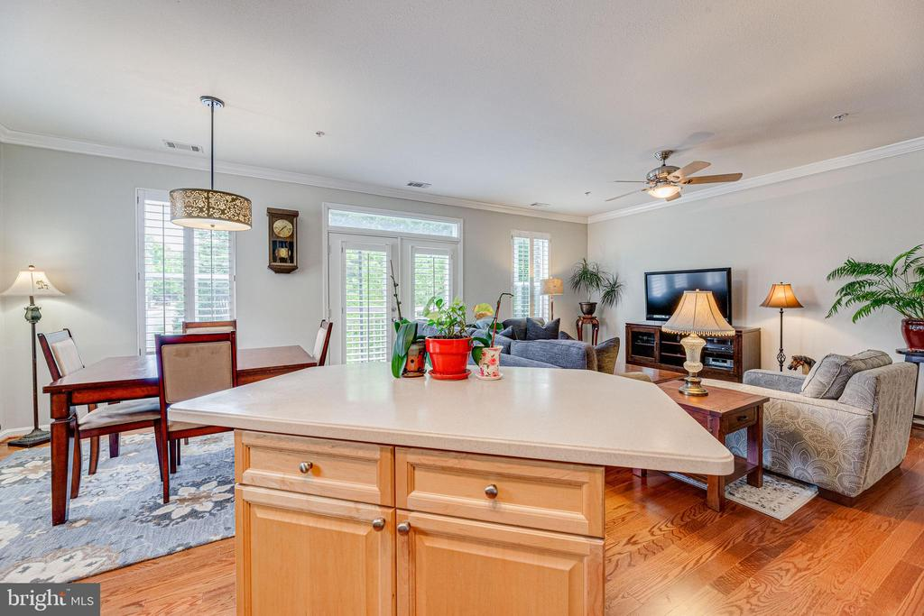 Open kitchen with island - 9480 VIRGINIA CENTER BLVD #117, VIENNA